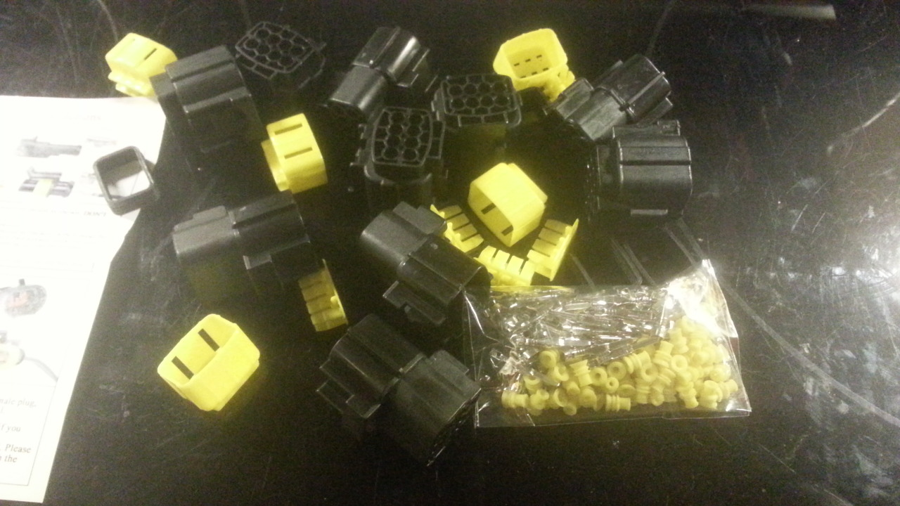 8 conductor plug and socket sets for auto and electronic uses