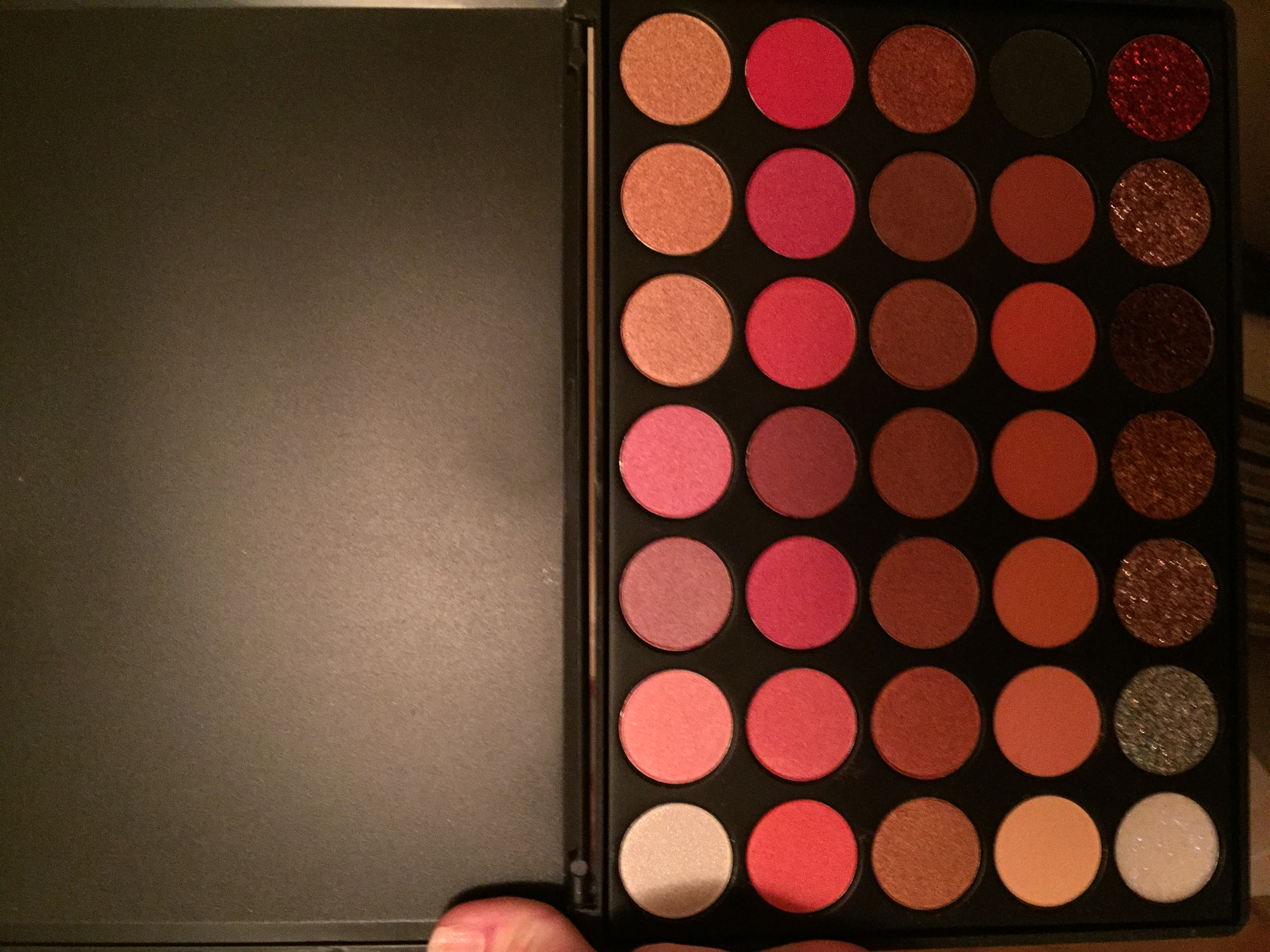 The FindinBeauty 35GF EyeShadow Palette
