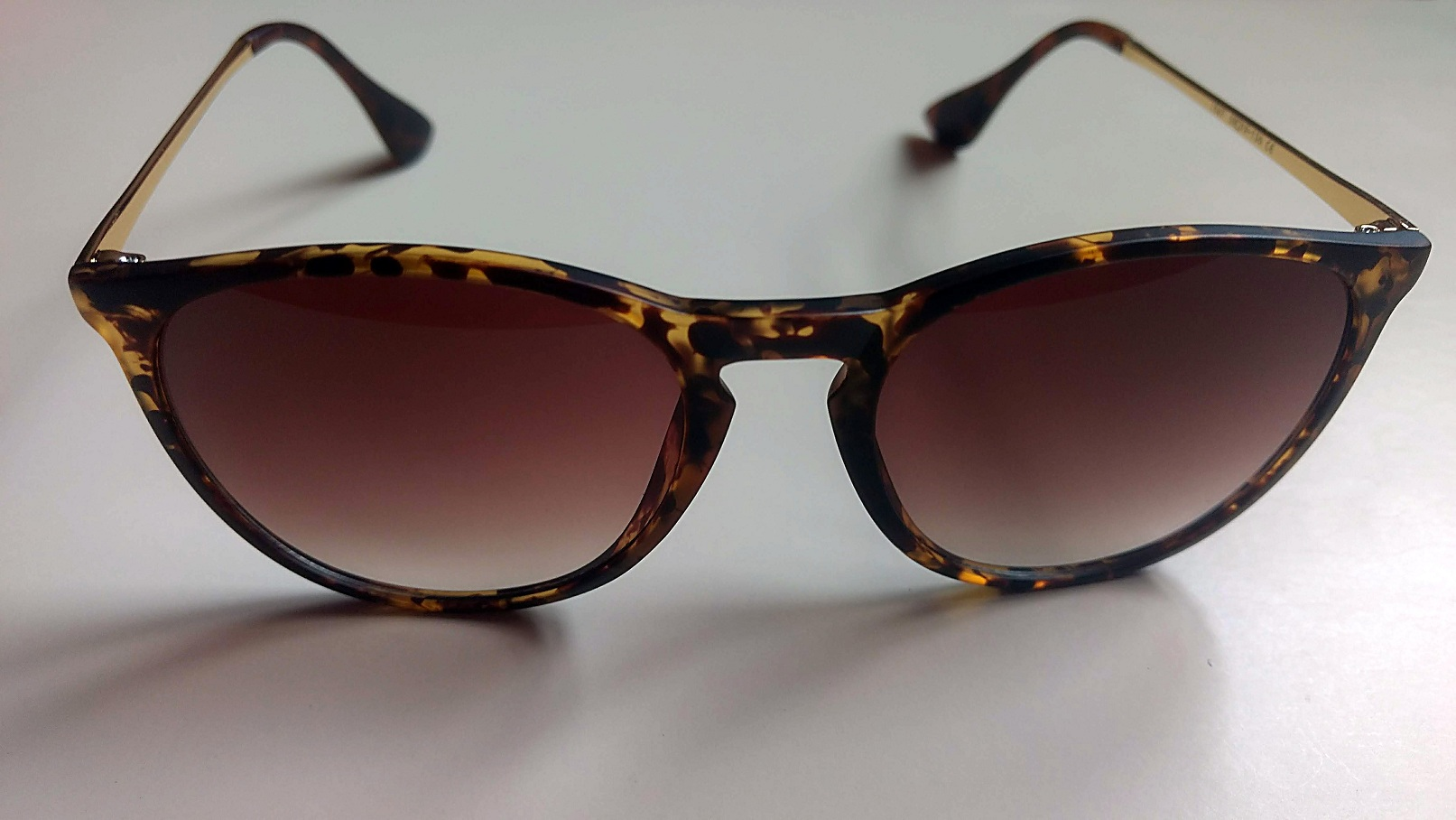 Classy Looking Women's Retro Sunglasses