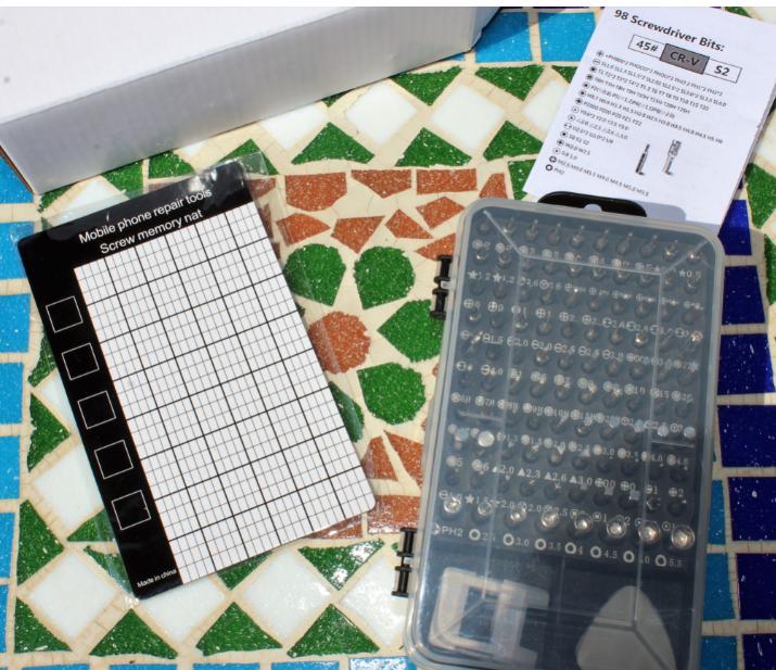 Kit supercompleto per occhiali, smarthpone, orologi, tablet, pc e molto altro composto da 110 pezzi di cui 98 bits