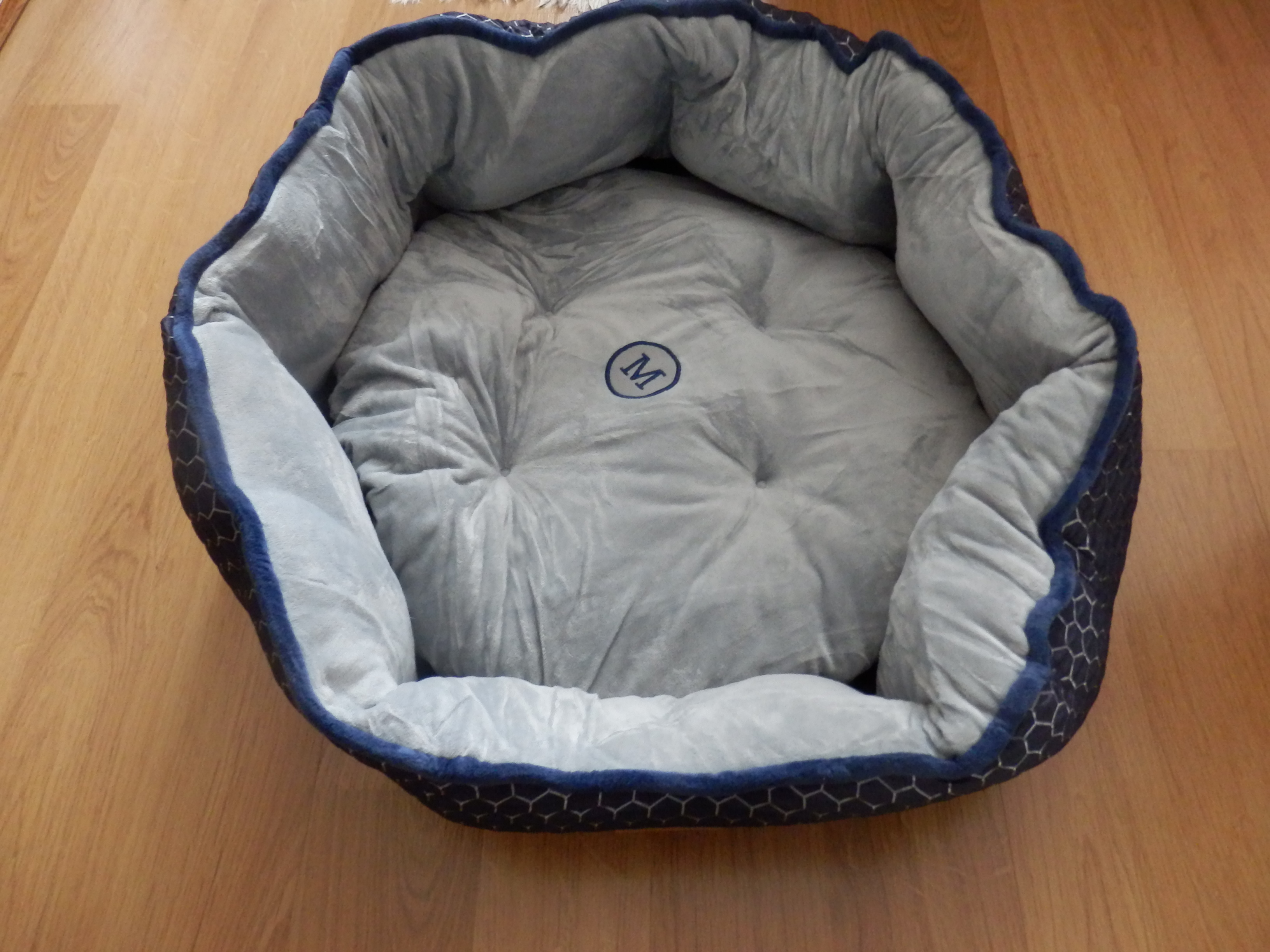 Comfortable Pet Bed with Detachable Soft Cushion and a Slow Eating Bowl as a Gift by Morpilot