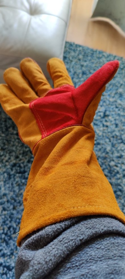 Quality garden gloves made of genuine leather.