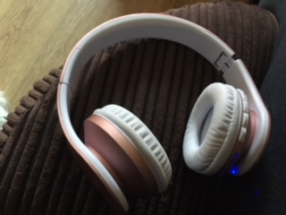 Really comfortable and great sound quality for a reasonably low price.