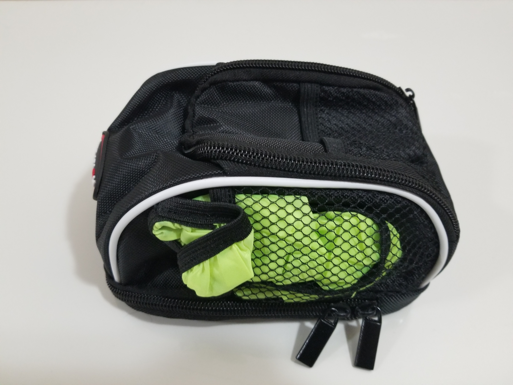 Great compact size bicycle handlebar bag