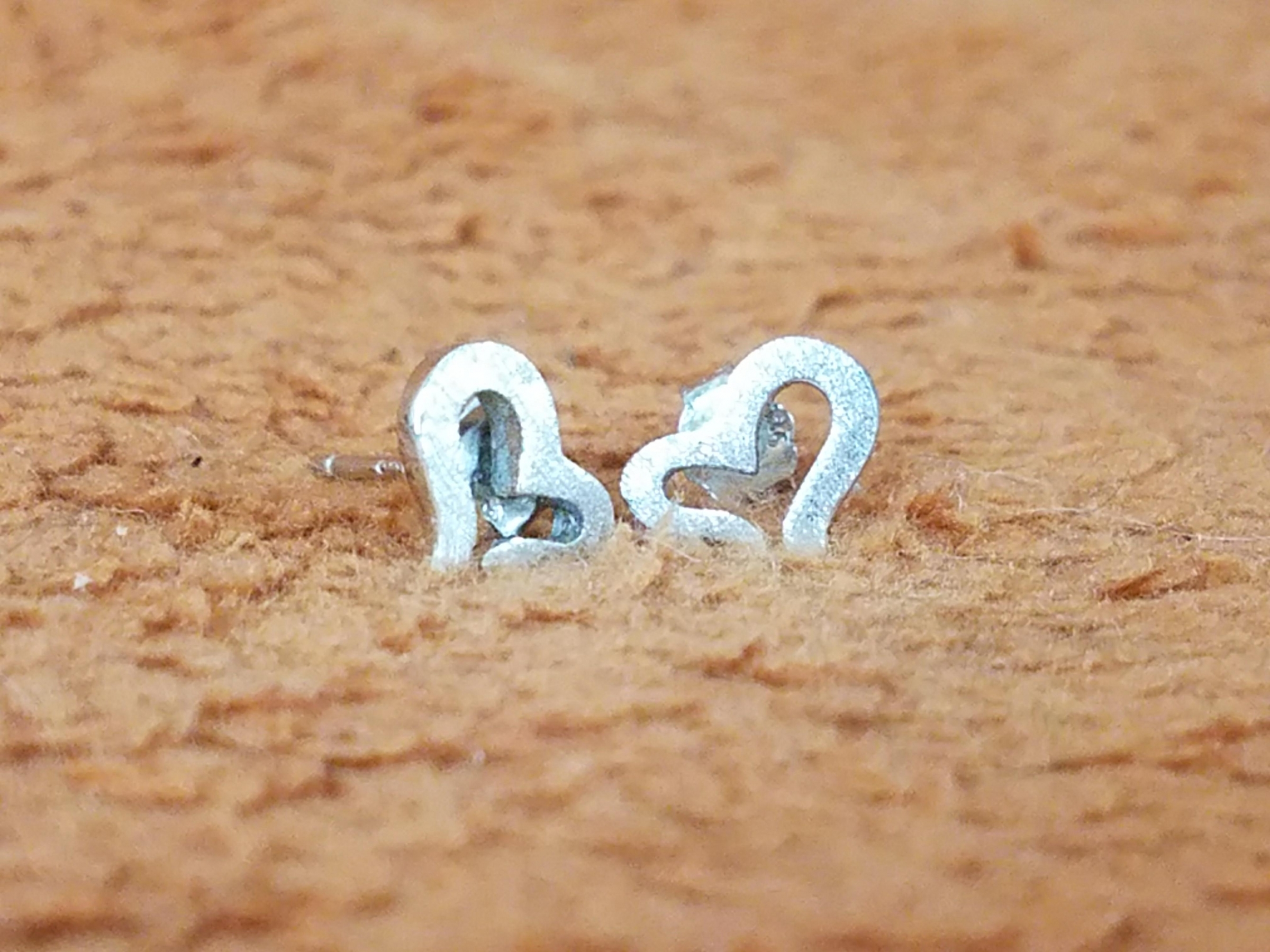 Spoil the special ladies in your life, shiny silver, .925 stamped, Hypoallergenic, gorgeous heart stud earrings that come in a nice pouch, perfect for gift-giving!
