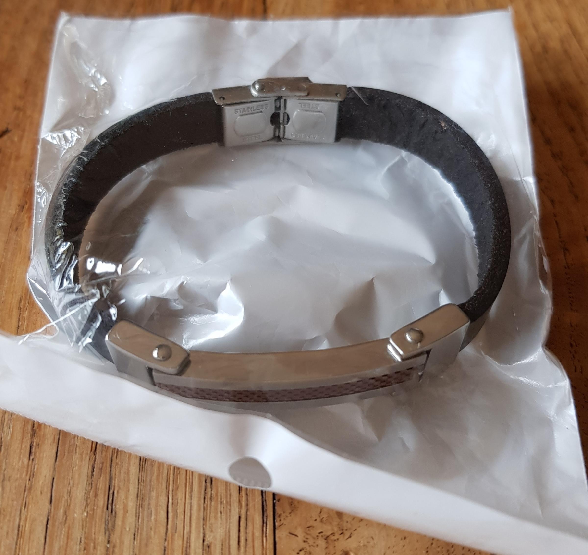 ⚜-⚜ Très joli bracelet cuir et acier ⚜-⚜