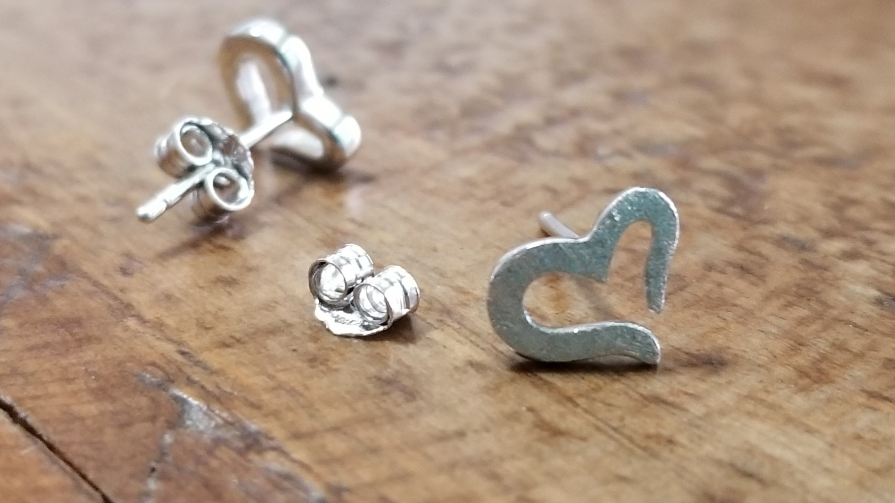 Super cute heart earrings