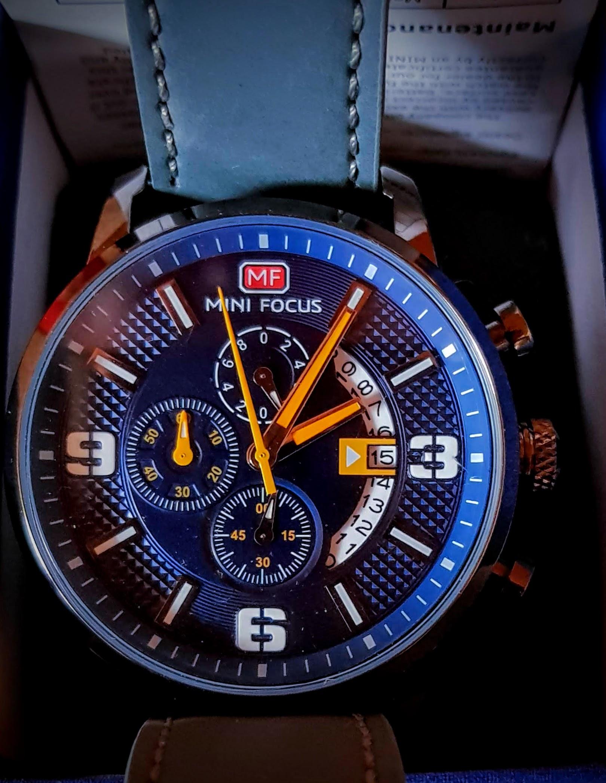sehr schöne Herren Armbanduhr, selbst im Alter gut abzulesen