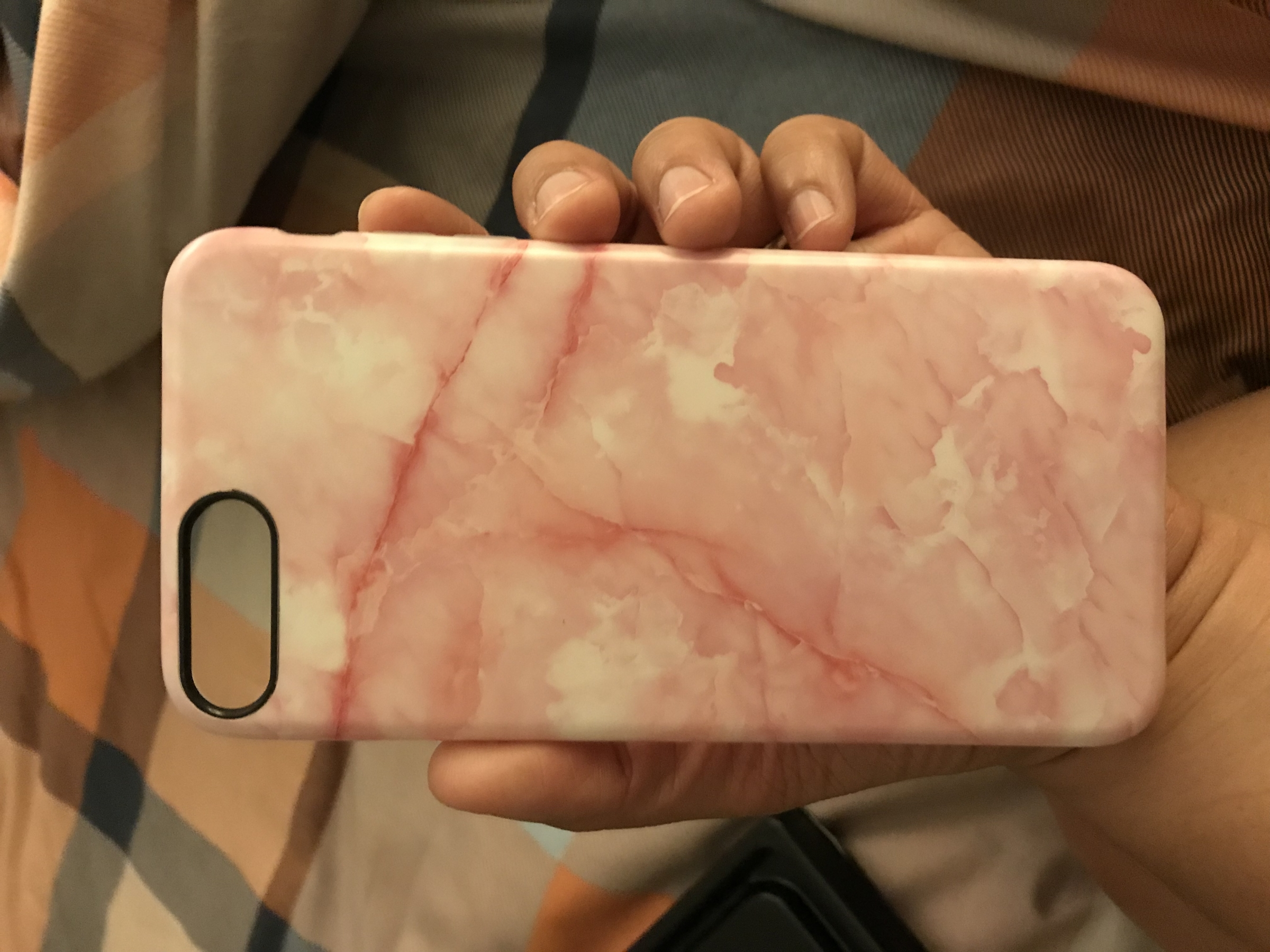its a great case, i gave it 4 stars because its slippery.