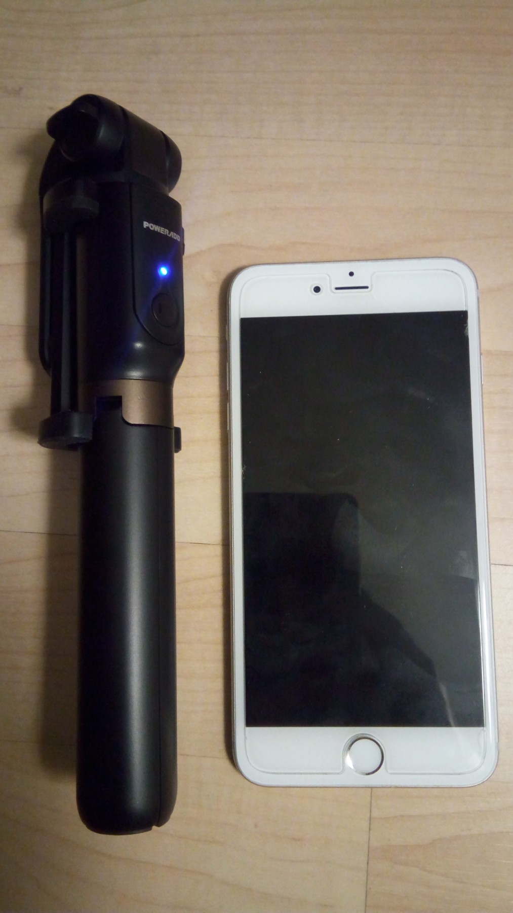 Compact and lightweight selfie stick