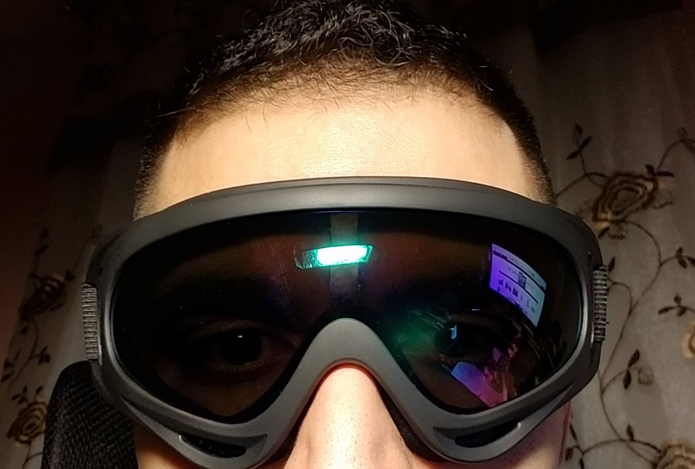 Overall, a nice and compact ski goggles with good build quality and without any scratches or distortions. (December 3, 2017)