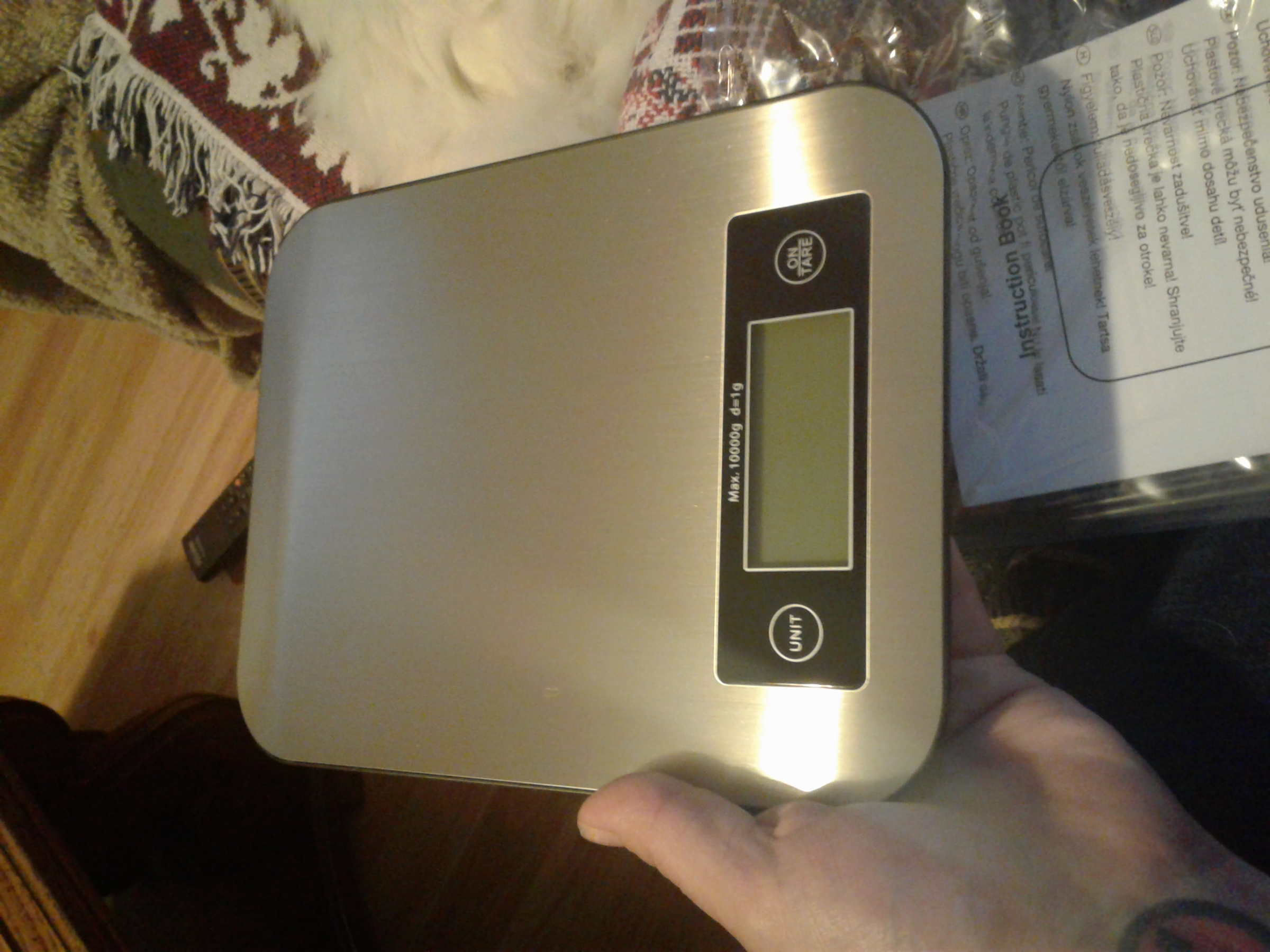 This is a really nice scale. Also it is very accurate. Its comes with batteries amd a nice case to keep it clean and new.its a very nice looking scale. I really enjoy iy.