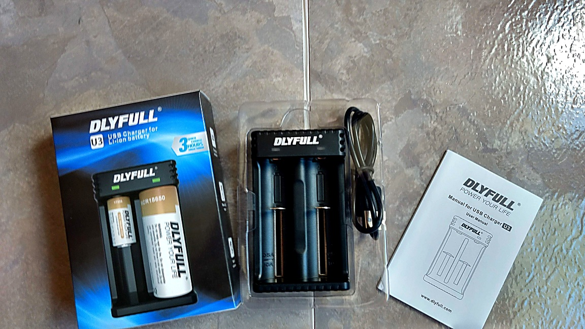 Dlyfull USB 3.7V Li-ion Intelligent Battery Charger