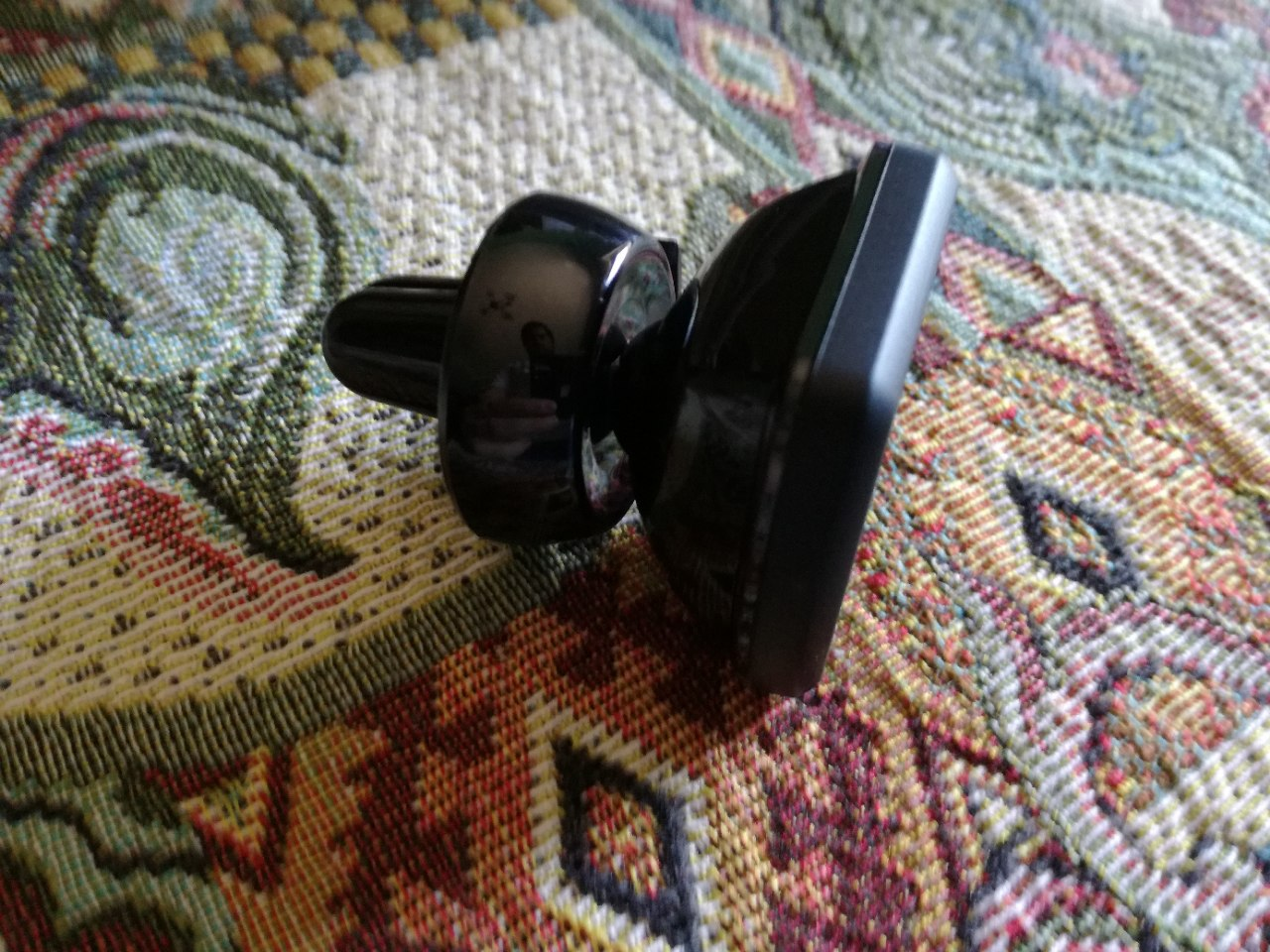 Magnete potentissimo, ottimo per chi viaggia e poco ingombrante!