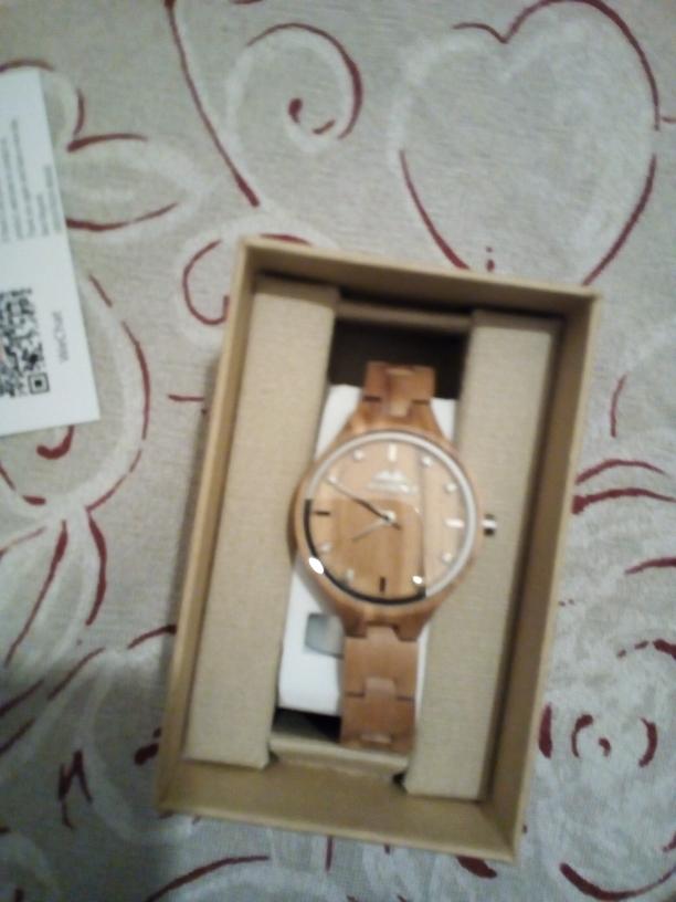 Bellissimo orologio in legno da donna