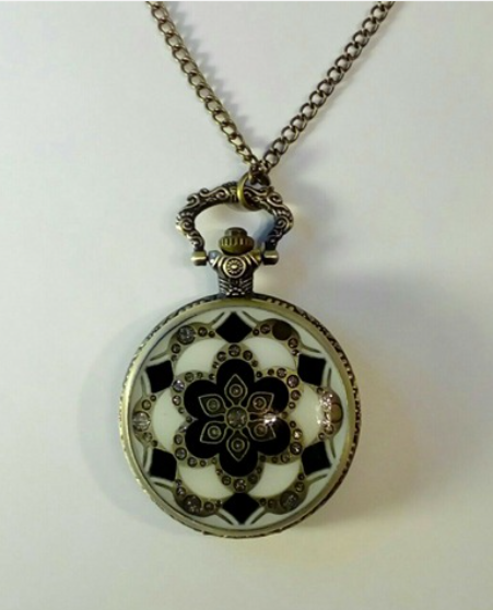 Pretty and vintage looking pocket watch