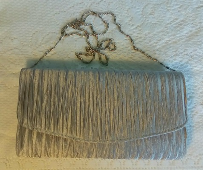 Beautiful and elegant evening bag!