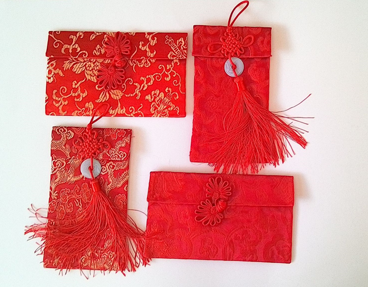 I love these beautiful and elegant red silk envelopes!