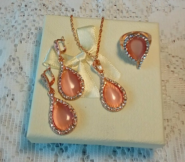 Very pretty jewelry set