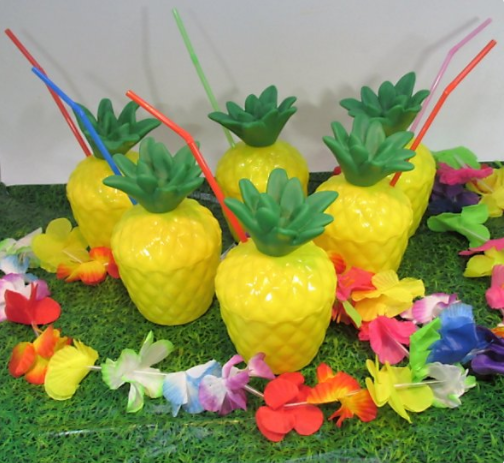Love these festive pineapple cups!