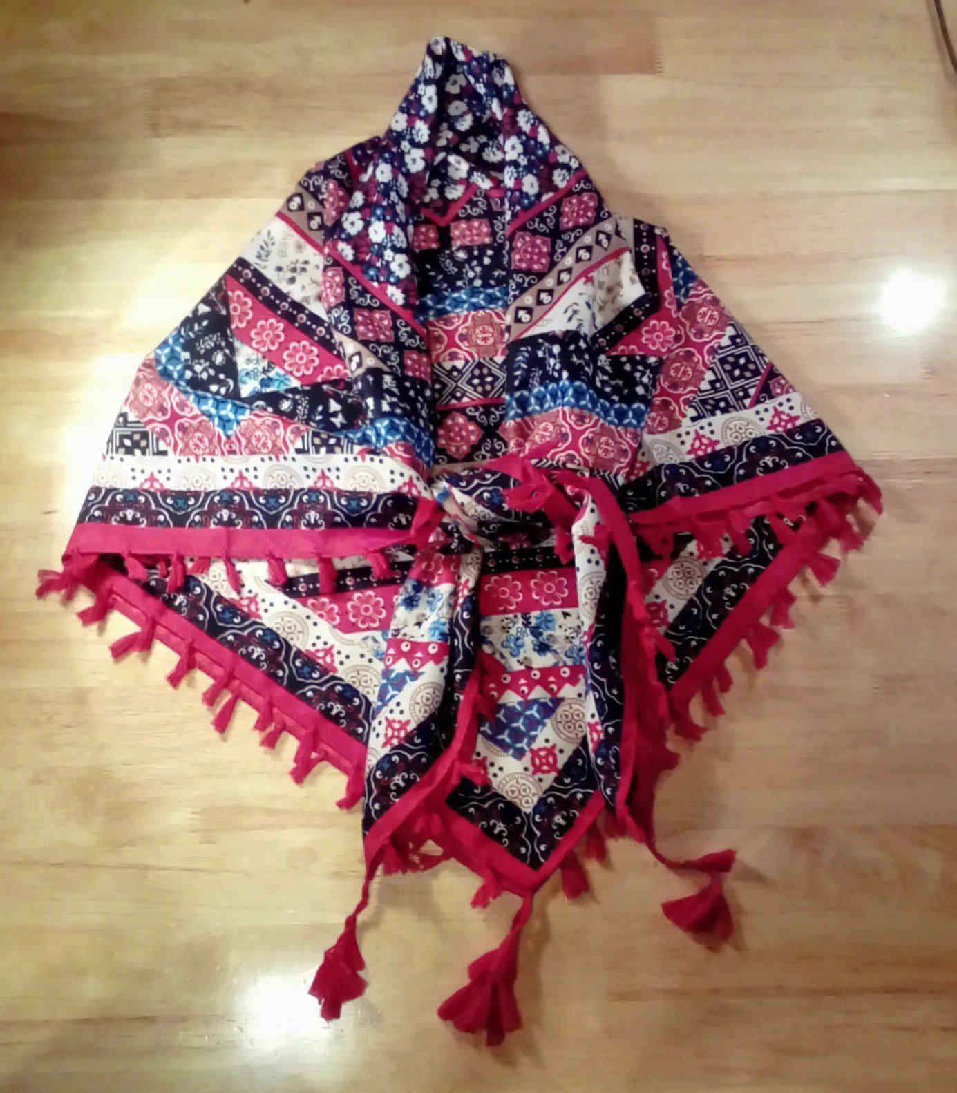 Love the style, pattern and colors of this scarf!