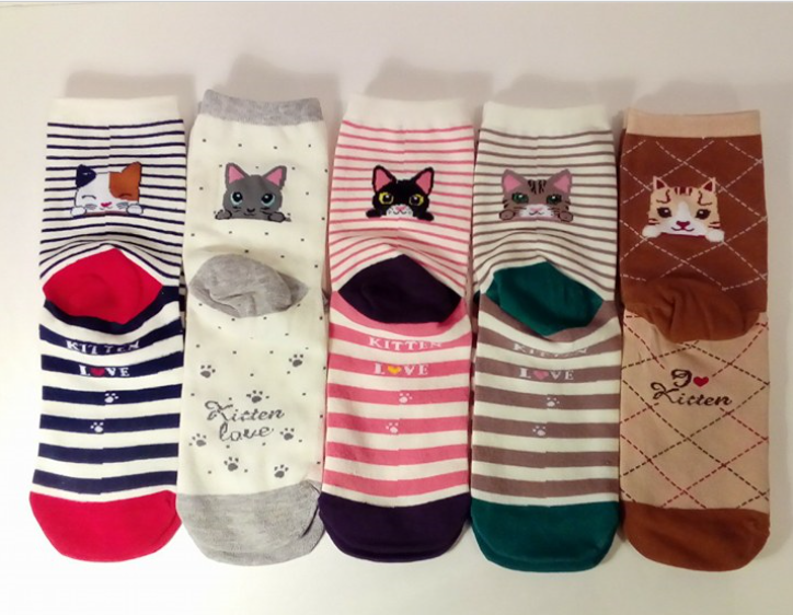 Adorable and fun kitten socks!