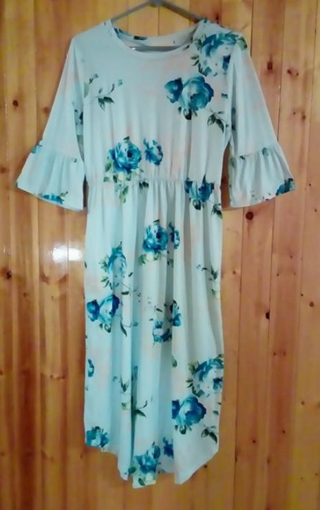 Lovely floral pattern dress!