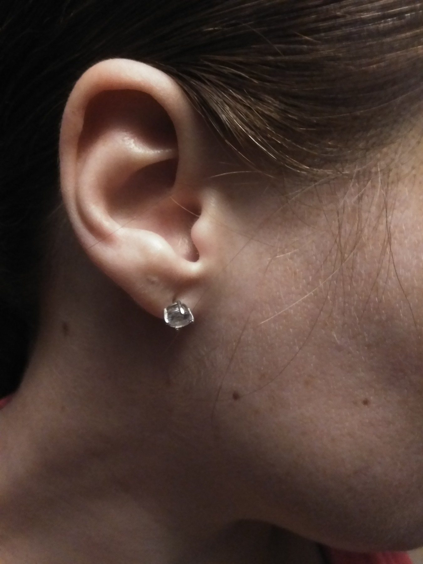 Quality '925' April birthstone, earring studs