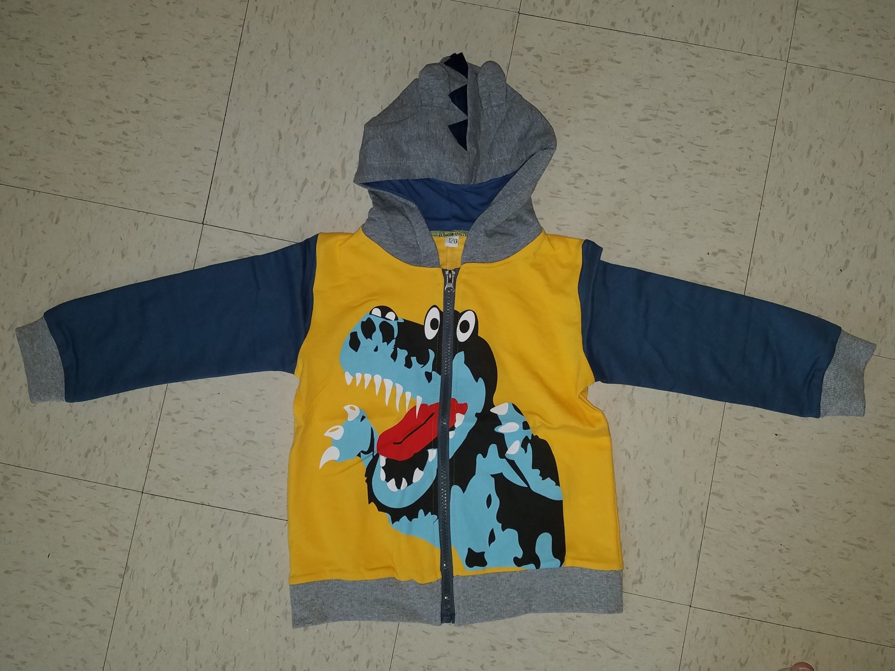 Great quality, zip up hoodie sweatshirt, with ears & spikes!