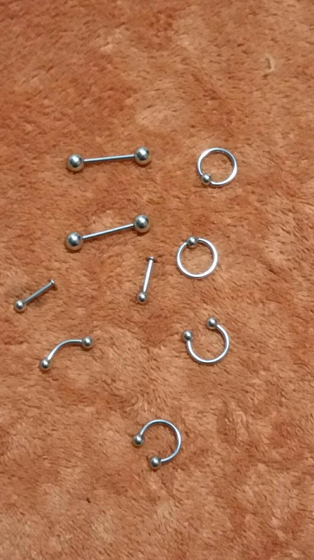 Fantastic piercing kit!  Comes with five 14 gauge needles for piercing & 10 pieces of body jewelry to start you out with.  100% safe, sterile, & brand new.