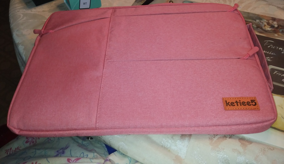 Beautiful and rare~ Pink laptop case is gorgeous!