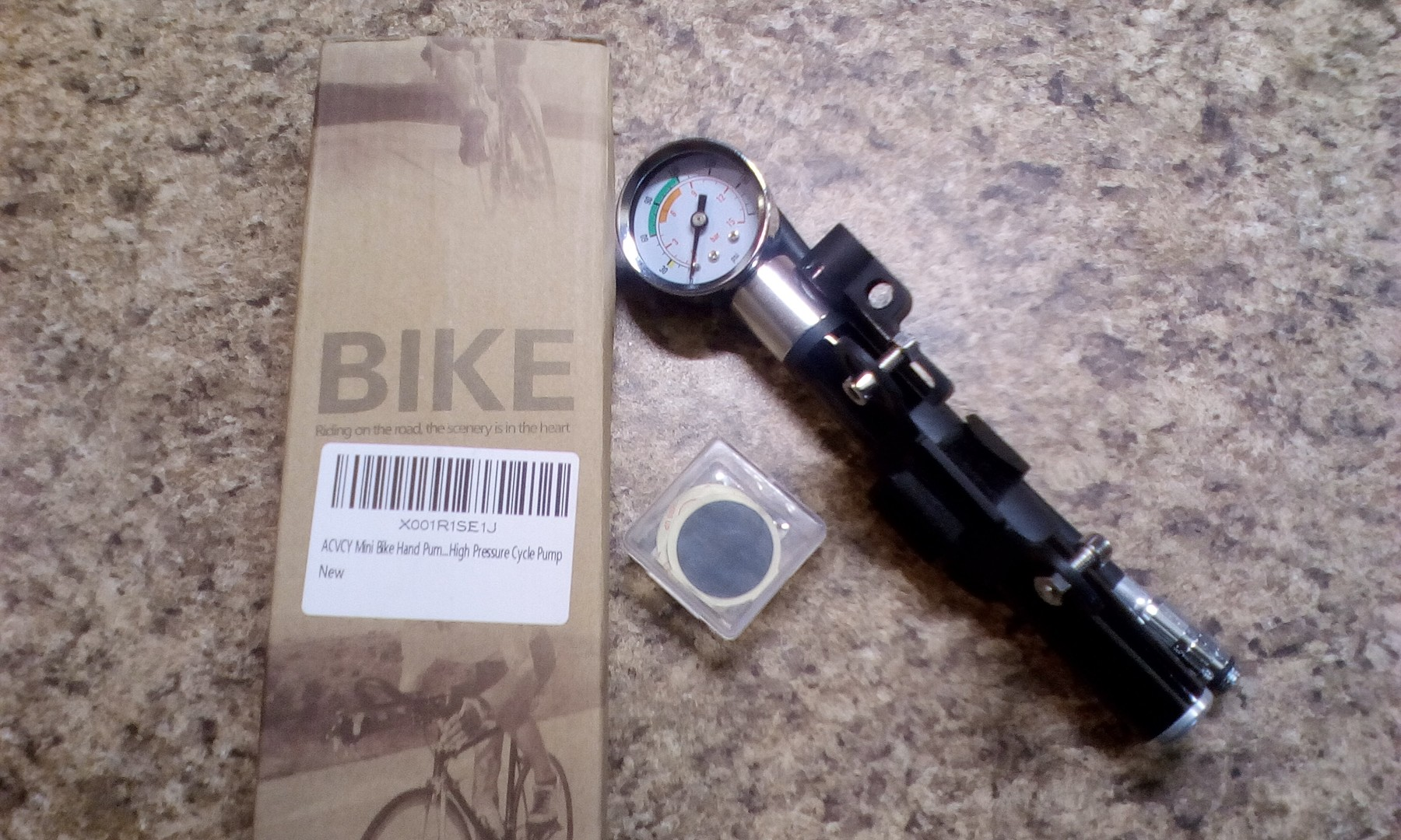 Mini bike pump with gauge