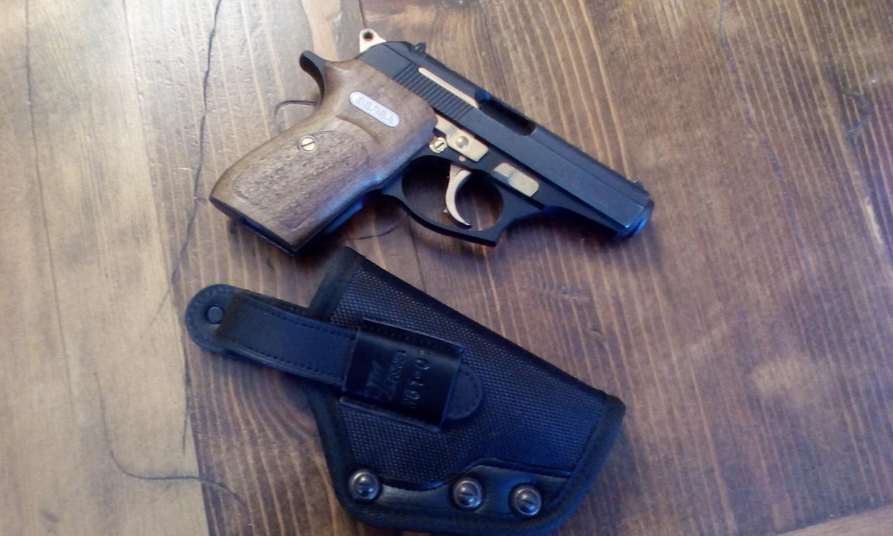 Very nice holster for smaller handguns