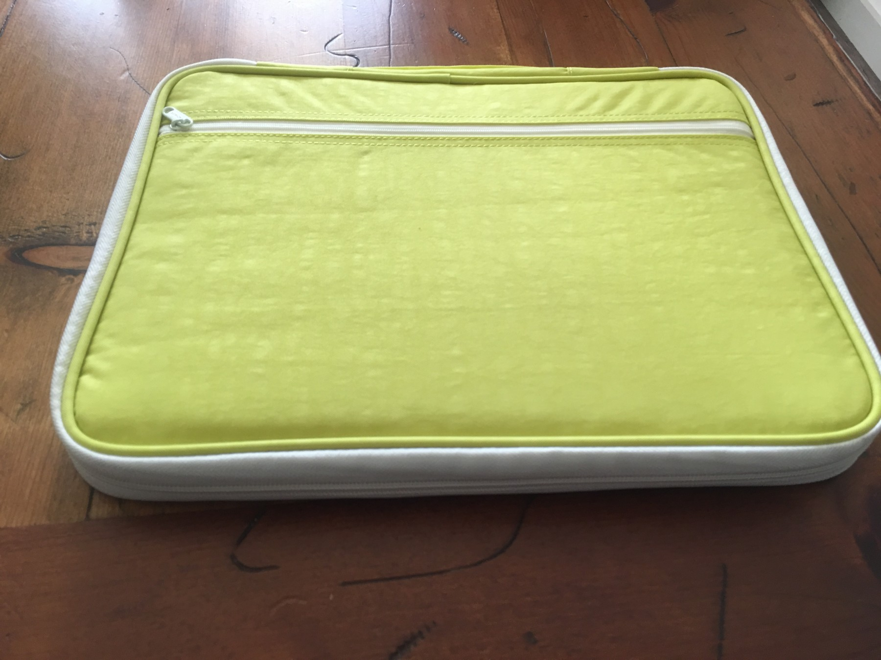 Great carrying case for tablets