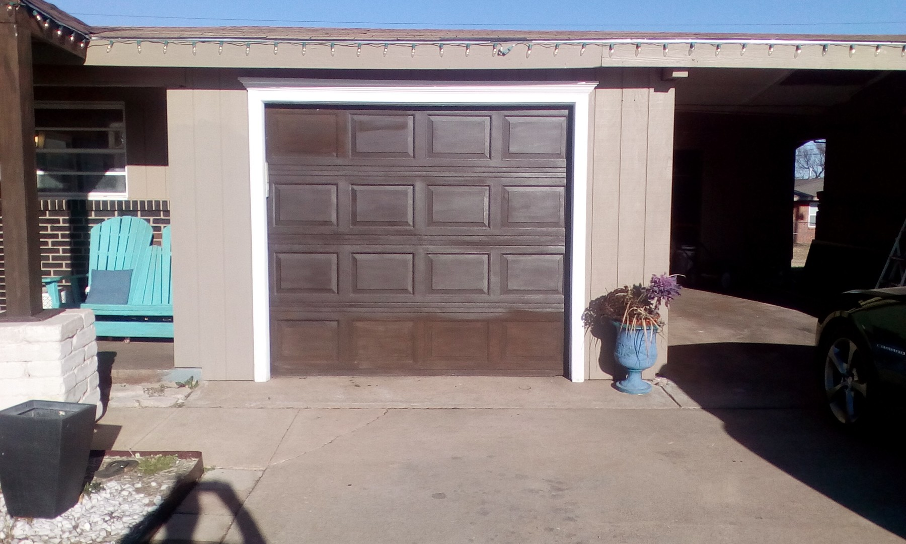 Attractive addition to garage door
