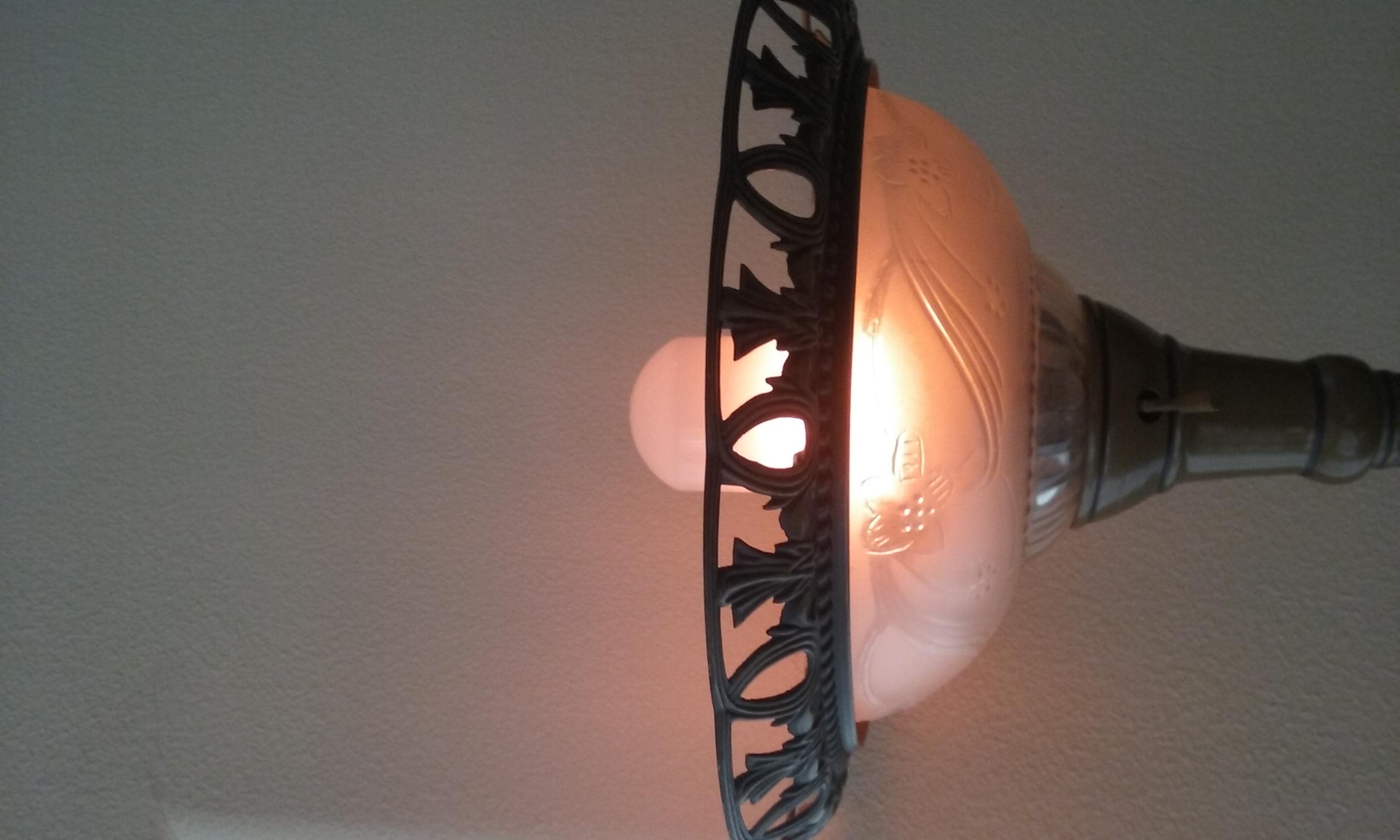 ROMANTIC FLAME-EFFECT LIGHT BULB