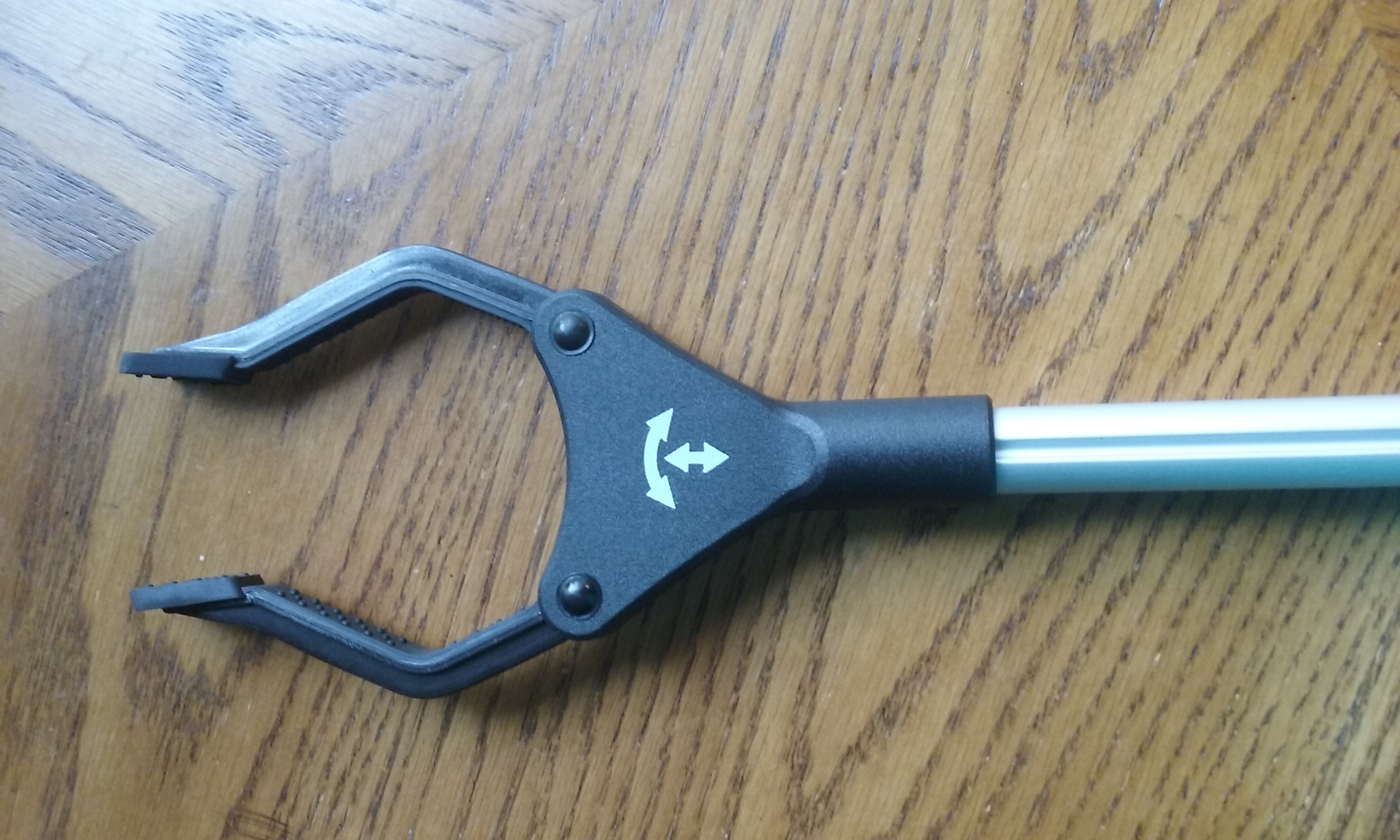 FOLDABLE REACHING TOOL