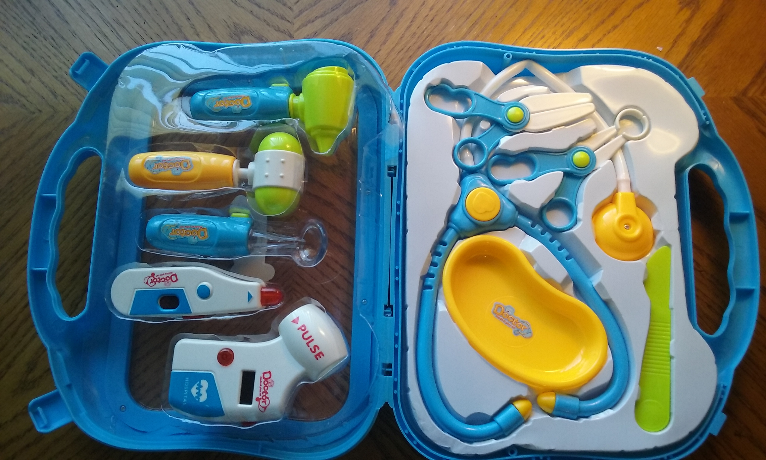 11 PIECE MEDICAL BAG FOR KIDS
