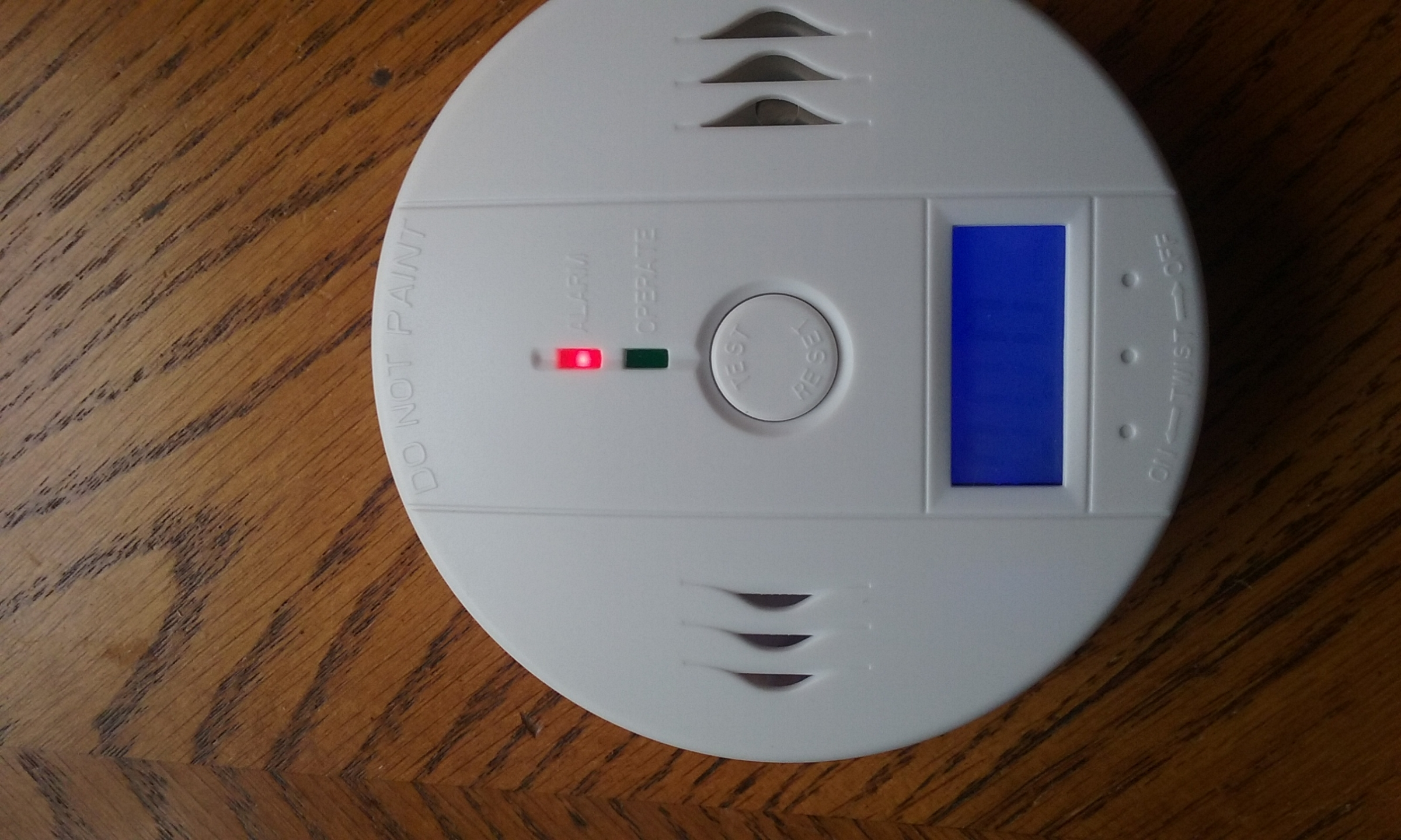 BATTERY-OPERATED LED CARBON MONOXIDE GAS DETECTOR