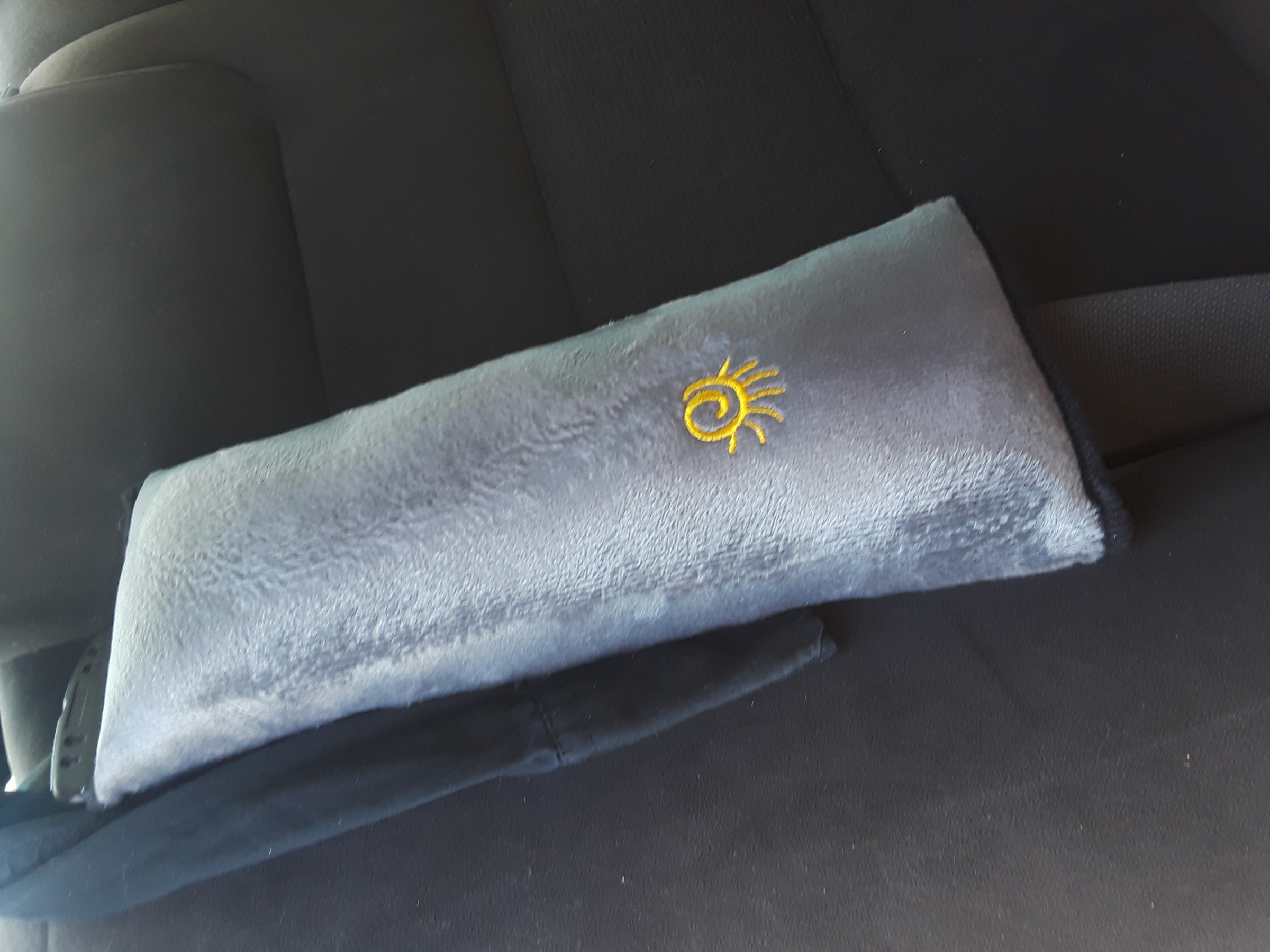 Verisa seatbelt pillow- Gray